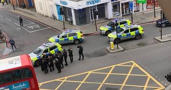 В Лондоне террорист напал на прохожих