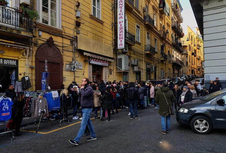 Сувенирные лавки в Неаполе