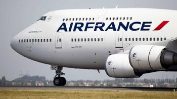Рейс из Парижа в Москву задержан из-за драки пилотов