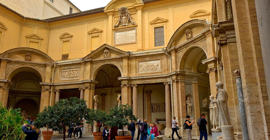 Двор Бельведер в Ватикане