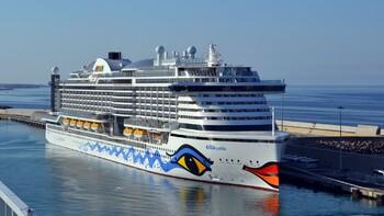 Круизному судну не дали зайти в порт из-за температуры у туристов