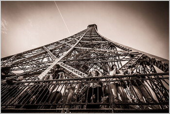 Эйфелева башня вновь закрылась для посещений