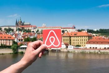 Десять крупных городов призвали власти ЕС отрегулировать работу Airbnb