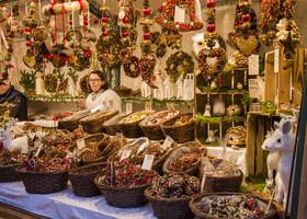 Можно приобрести немецкие сладости: имбирные пряники, марципаны и штоллен.