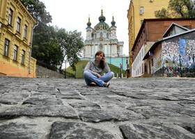 Андреевская церковь у меня за плечами. Редкое фото - ни одного туриста.
