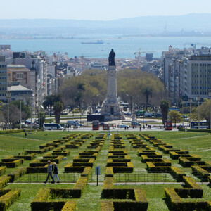 По Лиссабону,сверху вниз. Парк Эдуарду VII, Санта-Жушта, Шиаду