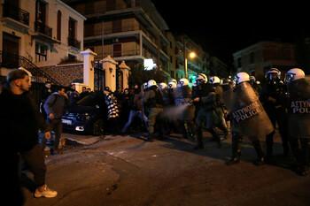 На островах Греции жители протестуют против мигрантов
