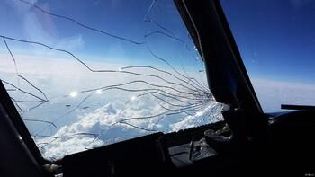 В самолёте, летевшем из Москвы в Таиланд, треснуло стекло