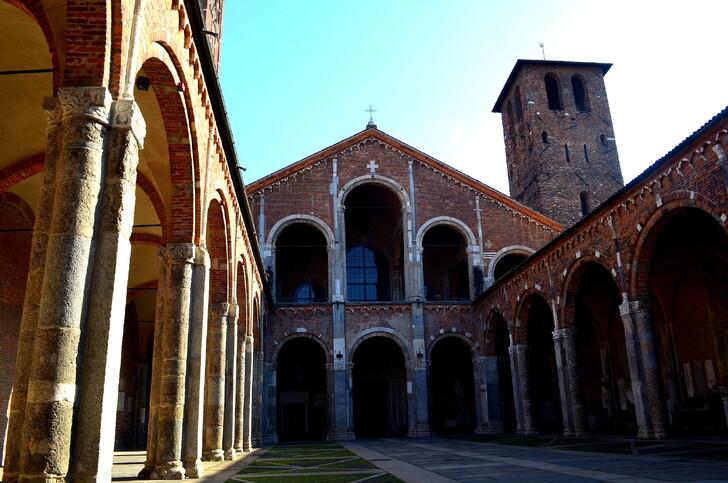 Внутренний двор базилики Сант Амборджо