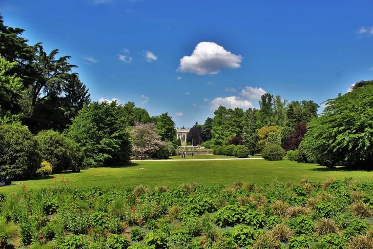 Парк Семпионе, вид на арку Мира