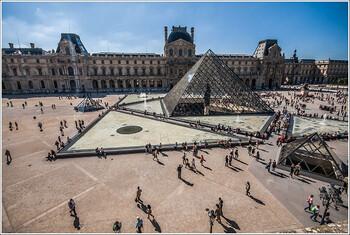 Лувр закрылся из-за коронавируса