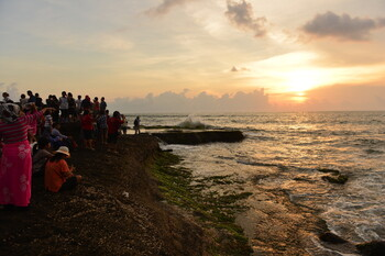 Тысячи китайских туристов не хотят уезжать с острова Бали в КНР