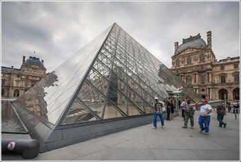 Лувр открылся для посетителей
