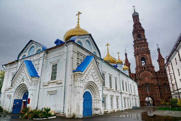 Богоявленский собор с колокольней