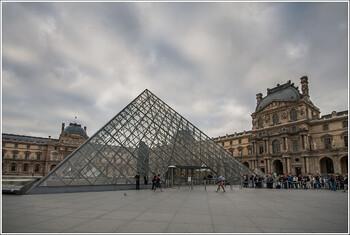 Лувр ограничил доступ посетителей из-за коронавируса
