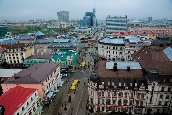Вид с колокольни Богоявленского собора на ул. Баумана
