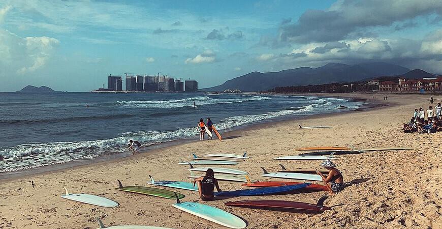 Пляж Жиюэ Бэй (Riyue Bay)