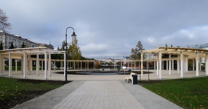 Центральная площадь в парке «Черное озеро»