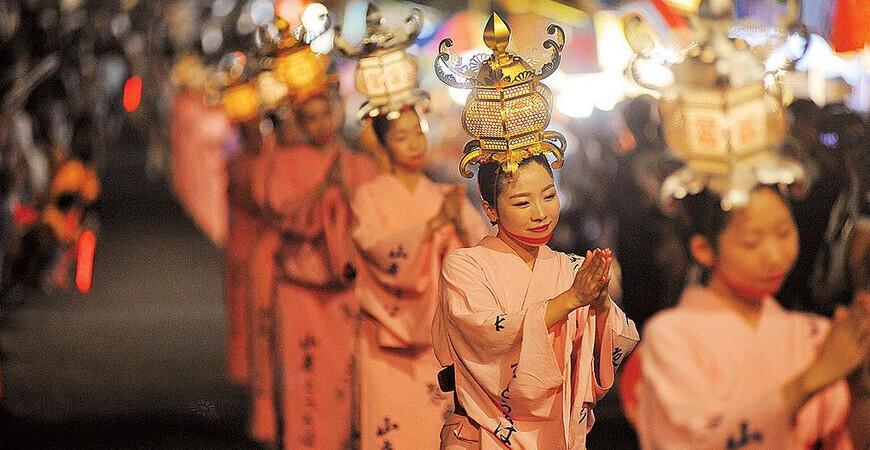 Праздник танцующих фонарей Ямага Торо Мацури