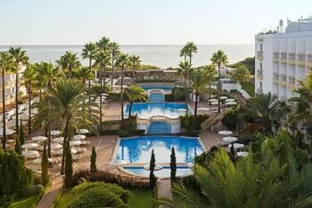 Booking рекомендует отменять брони отелей в Испании