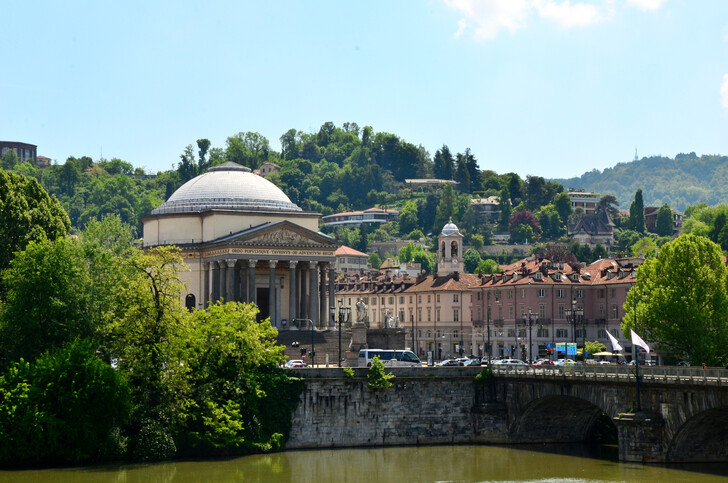 город Турин, мост через реку По