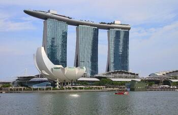 Сингапур вводит карантин для всех прибывающих в страну