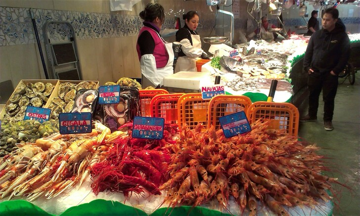 Дары моря на рынке Бокерия