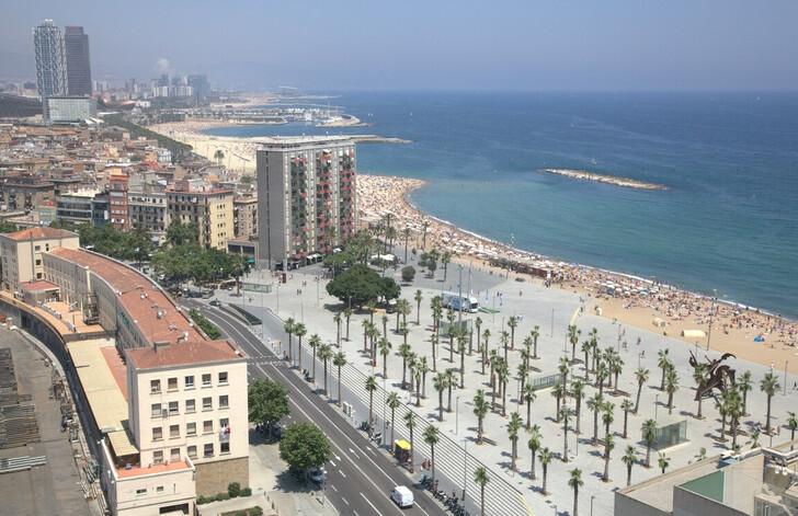 Многокилометровые пляжи Барселоны