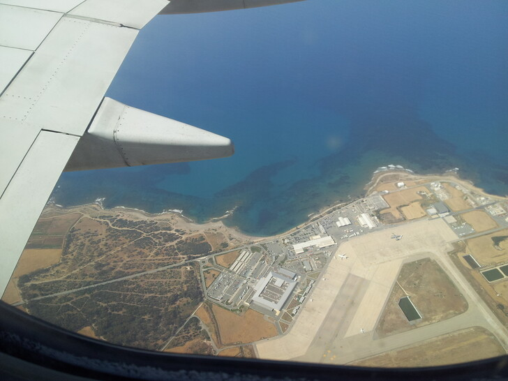 Над аэропортом Пафоса