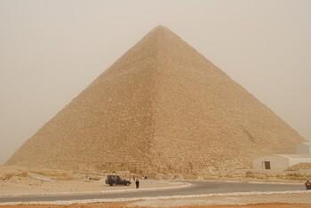 В Египте начали санобработку пирамид Гизы