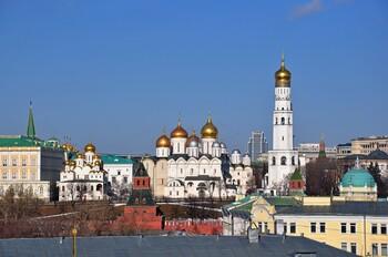 Мэры Москвы и Сочи просят туристов не приезжать