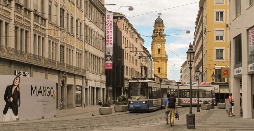 Торговая улица Театинерштрассе в Мюнхене