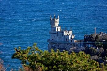 Крым приостанавливает приём туристов