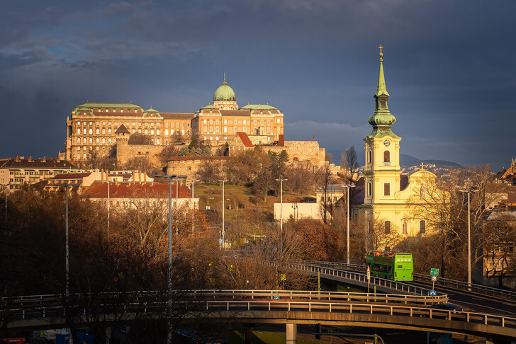 Королевский дворец и церковь святой Екатерины.