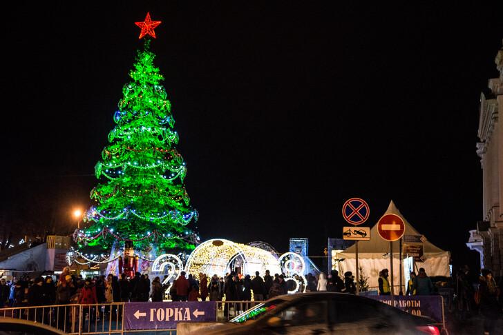 Главная «Горьковская» елка на площади Минина и Пожарского