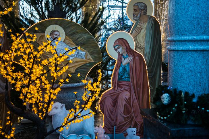 Рождественское убранство в храмах в Дивеево