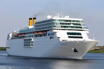 Круизный лайнер, который не пустили  во Владивосток, идёт в Южную Корею