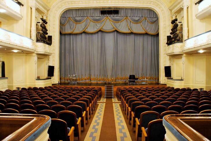 Зал драматического театра имени Горького