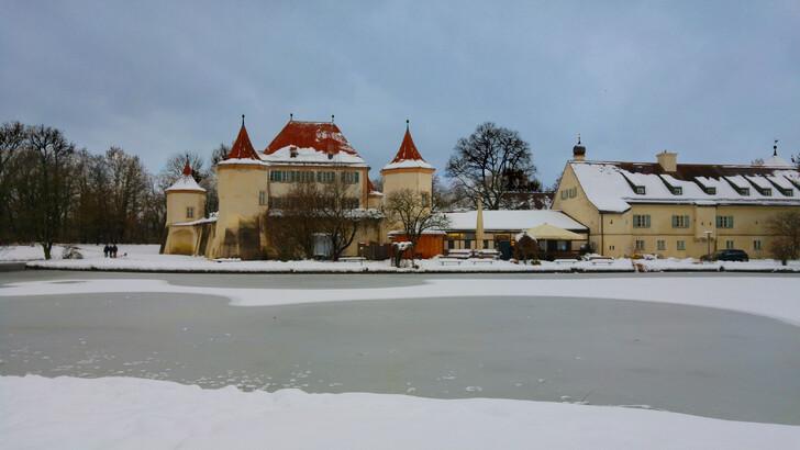 Замок Блютенбург зимой
