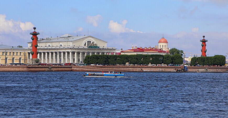 Ростральные колонны <br/> в Санкт-Петербурге