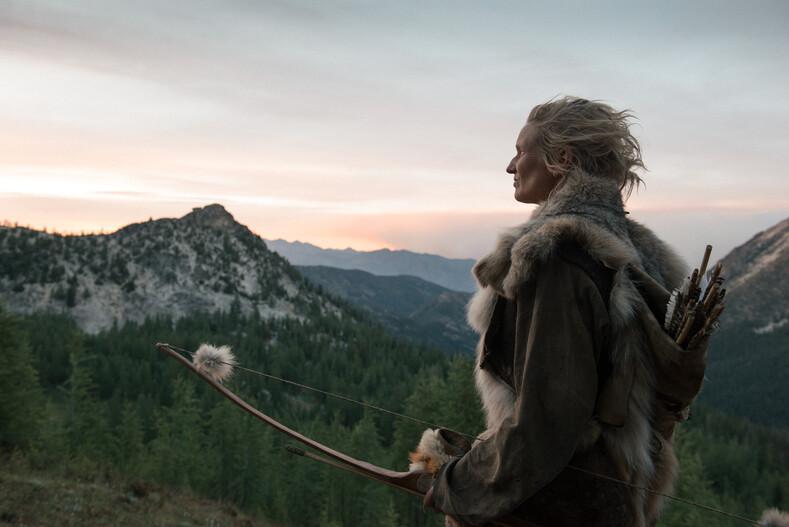 В диких условиях: женщина почти 40 лет живет, как древние люди несколько тысяч лет назад (фото сбежавшей от цивилизации)