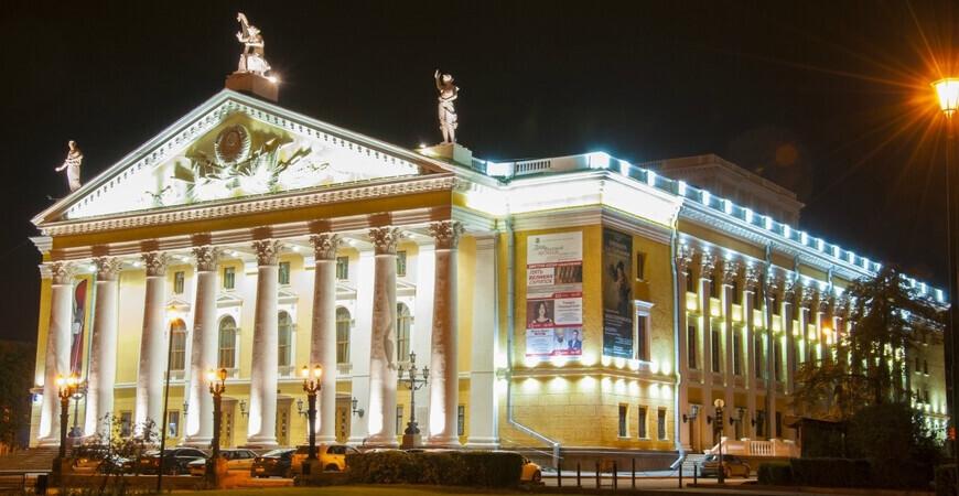 Театр оперы и балета<br/> в Челябинске