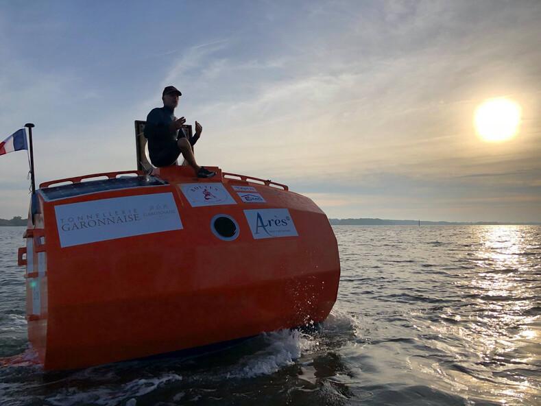 Пенсионер за 122 дня переплыл океан в бочке (фото, в которые сложно поверить)