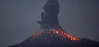 В Индонезии началось извержение вулкана Анак-Кракатау