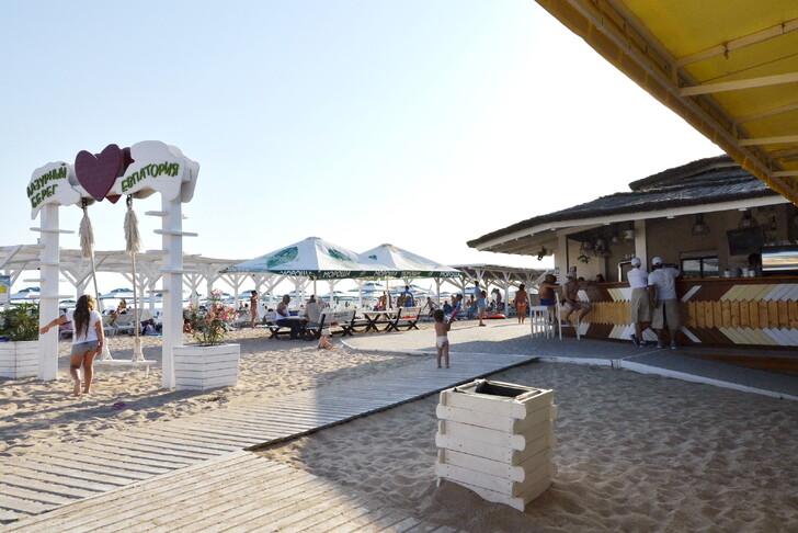 Пляж «Лазурный берег» в Евпатории