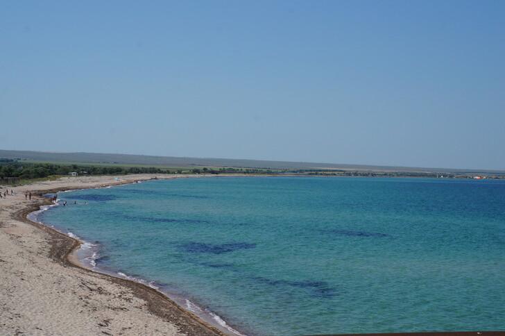 Пляж в п. Межводное рядом с п. Черноморское