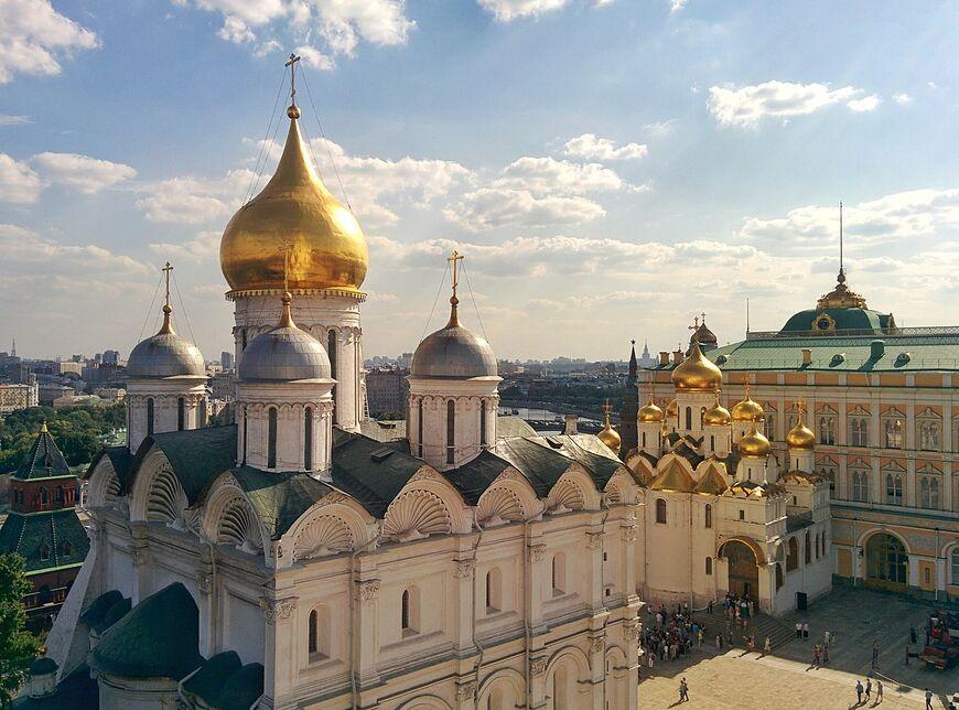 Вид на Архангельский собор с колокольни Ивана Великого