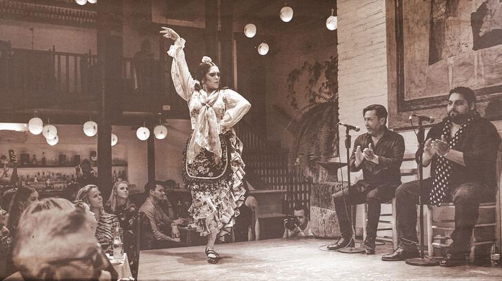 Танец в Tablao de Carmen