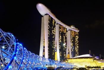 В Сингапуре продлевают карантин до лета