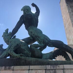 Холм и статуя Геллерт в Будапеште